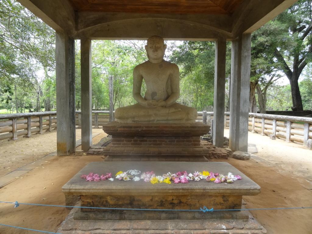Samadhi_Buddha_Statue_(Anuradhapura)_02
